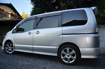 rear viewe nissan serena for sale