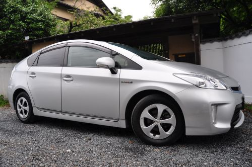 Toyota Prius Hybrid UK by Algys Autos uk registered direct japan import