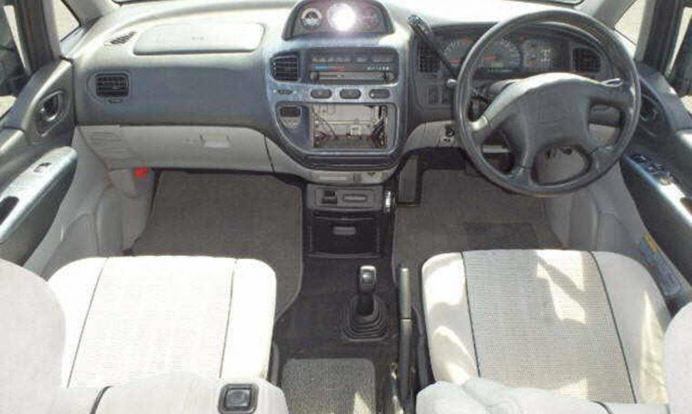 Mitsubishi Delica Space Gear Chamonix (PD6W) Ref: 5009