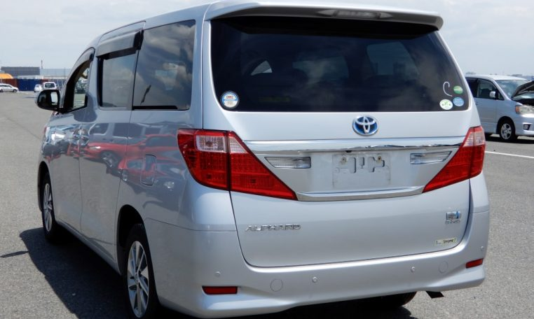rear view alphard hybrid